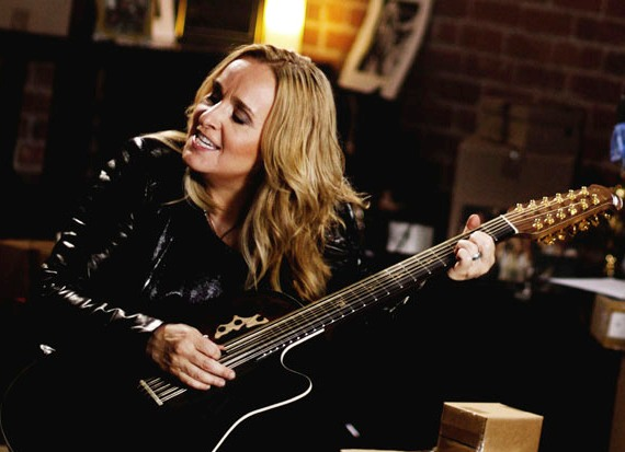Melissa Etheridge with guitar